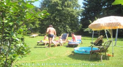 Obitelj u parku kuće