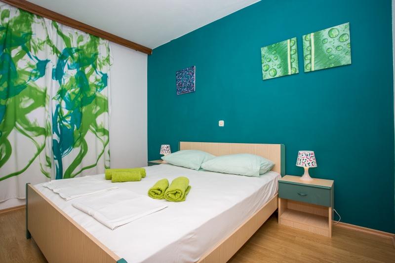 Appartamenti rosmarinus njivice otok krk for Sotto i piani di casa di 2000 piedi quadrati