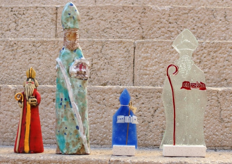 Souvenirs from Dubrovnik and the region, the surrounding statue of St. Blaise